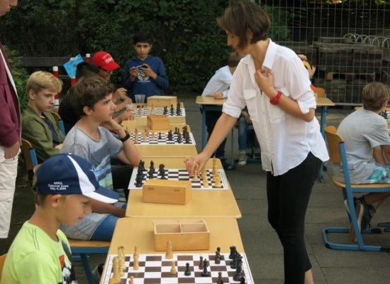 Sommerfest-Schachsimultan mit GM Marta Michna